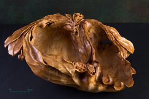1. Александр Съедин, ваза Лесной след, 2018, берёзовый сувель.